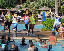 Pool Play With the Disney Characters at Aulani Resort