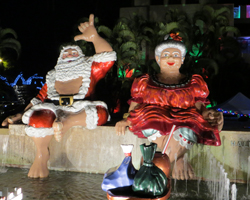 Shaka Santa and Mrs Claus at Honolulu City Lights outside Honolulu Hale (City Hall)