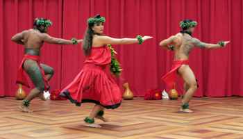 Honolulu Entertainment: Free Hula Show at Ala Moana Shopping Center