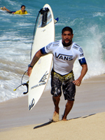 Heitor Alves (front) and Alex Smith (back) at the 2013 World Cup of Surfing, Vans Triple Crown of Surfing
