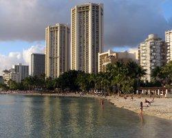 Hawaii Hotels: Hyatt Regency Waikiki Beach Resort & Spa and Aston Waikiki Circle Hotel