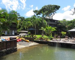 Beachfront Oahu Hotels: Paradise Bay Resort