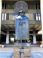 Father Damien and State Seal at the Entrance of the Hawaii State Capitol