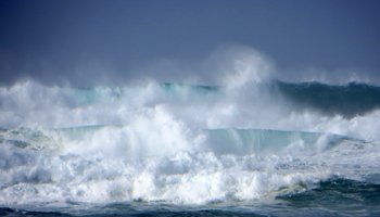 Rough Winter Surf at Banzai Pipeline, North Shore Oahu