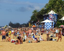 Crowd of Thousands at the Billabong Pipe Masters Triple Crown of Surfing