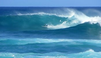 Kahea Hart Races Across a Big, Clean Wave Face at the 2013 World Cup of Surfing, Vans Triple Crown of Surfing